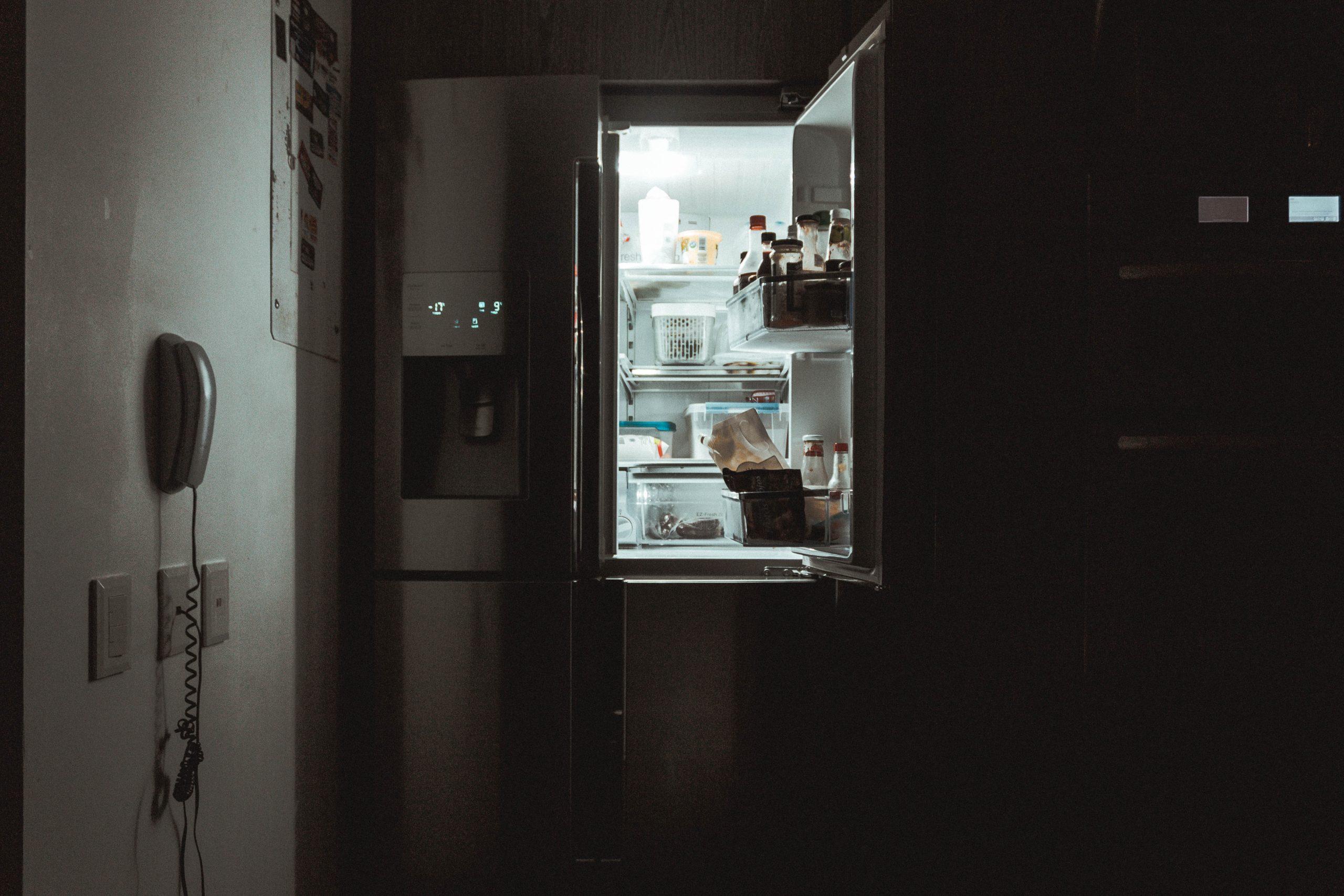Les Bruxellois.e.s n'ont pas besoin que l'on s'occupe de leur frigo mais plutôt qu'on leur donne des perspectives en matière d'emploi et de formation pour pouvoir le remplir